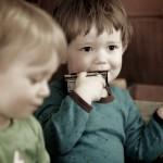 Zwei Kinder in der Nahen - ©Ernst Vikne http://www.flickr.com/people/iboy/